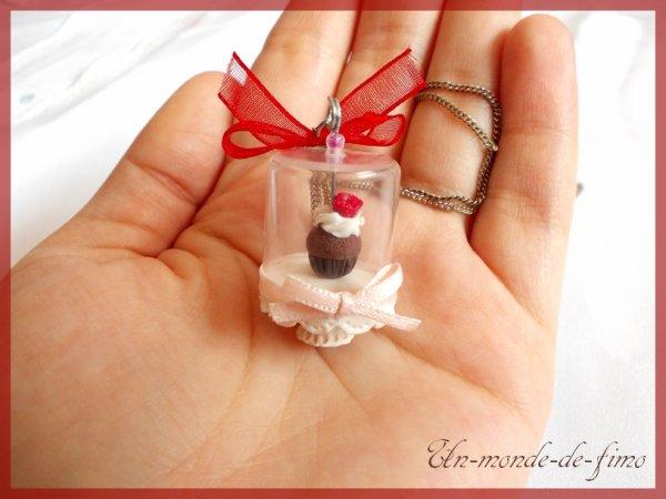 Cinq-cent-trente-sixième objet:   Cupcake sous cloche ♥