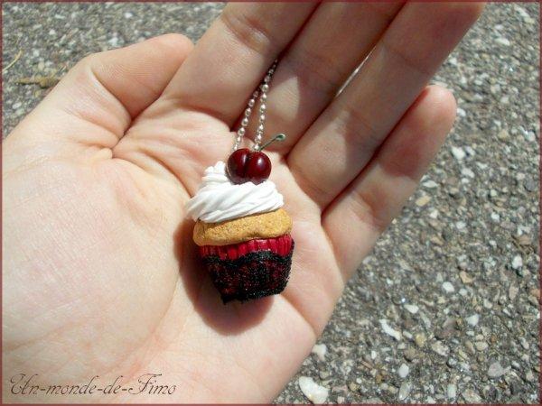 Cinq-cent-quarantième objet:   Cupcake a la cerise ♥