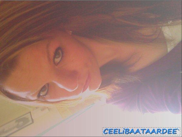 Je crois en chacun de tes pas,  Avance ne baisse pas les bras,  Et si jamais tu te perd, je serai toujours là.. ♥ (2012)