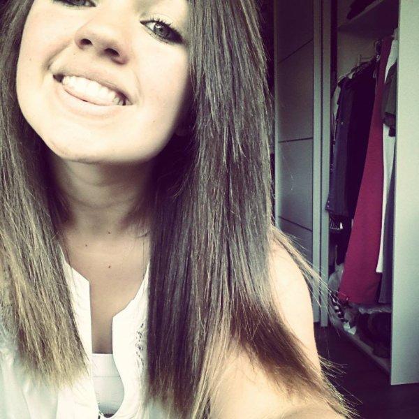 J'ai pleuré quand tu m'as quitter , mais j'ai souris quand j'ai vu pour qui tu l'avais fait.