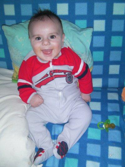 mon bébé avec le pijama de tata <3