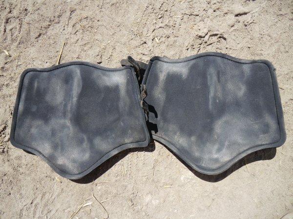 Protection en cuir noir antérieur