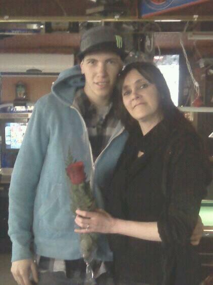 Mon fils es venu me porter une rose pour la st-valentin au travail même si j'étais malade lol