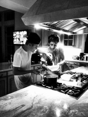Niall Horan et Justin Bieber dérangent les voisins!