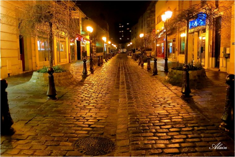936 - Une rue en or.
