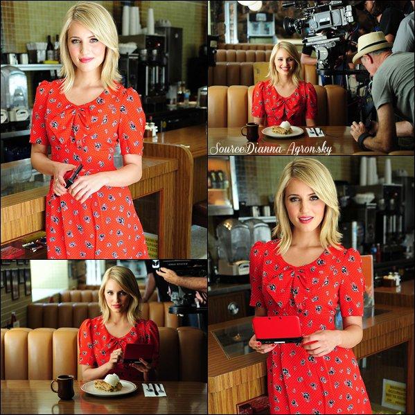 ☆09.09.12 : Des photos de Dianna sur le tournage de la pub Nintendo + la pub :)  Elle est magnifique, Di' quoi ! Je suis fan de sa robe :O