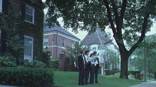 """Plus les portes de leur prison """"d'amour"""" se refermaient sur elles, plus elles alimentaient les fantasmes des garçons du quartier…"""