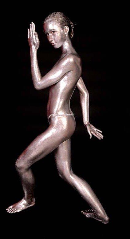 body painting.. couleur argent