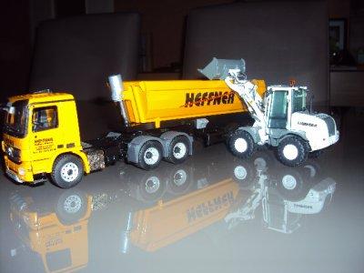le MB Actros 6x4 avec Benne HEFFNER avec la  Chargeur LIEBHERR L510 Blanc