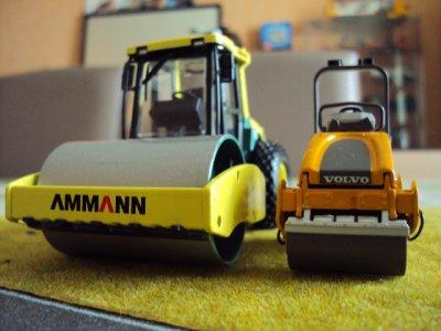 Rouleau Compacteur Monobille AMMANN ASC110 et le  Rouleau Compacteur Tandem VOLVO DD24