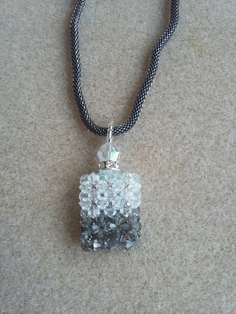 "pendentif ""élixir"" en perles de cristal swarovski"