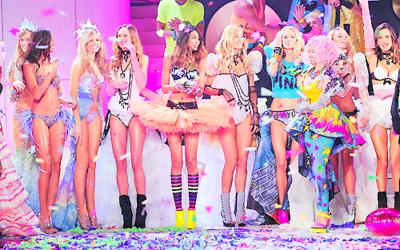 Fashion dress and girls