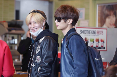 SHINee à L'aéroport d'Incheon en direction du Vietnam. 27.03.15 [ 2MIN ]
