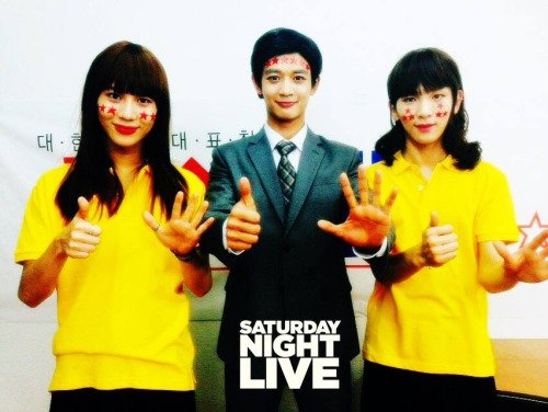Minho with girls. [ TaeKey ]