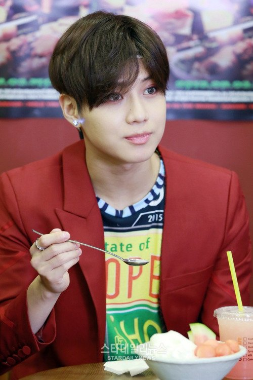 Lee TaeMin.  [ 'Han Yu Xing Dong Tai Star Interview ]