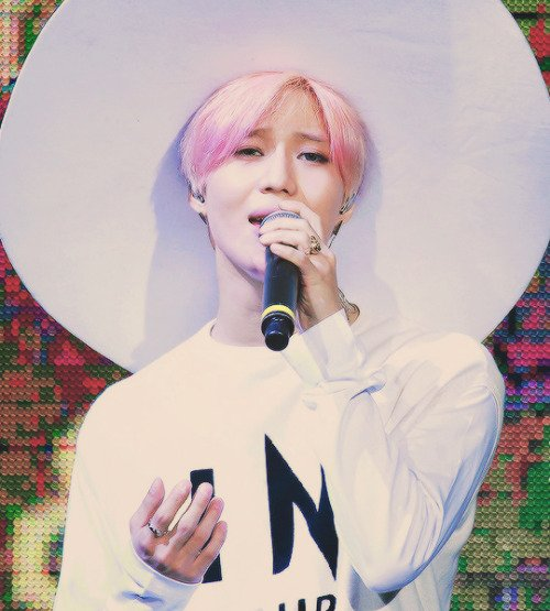 Beautiful pictures of Lee TaeMin.