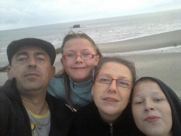 voila ma petit famille a la mer bisous a vous tous
