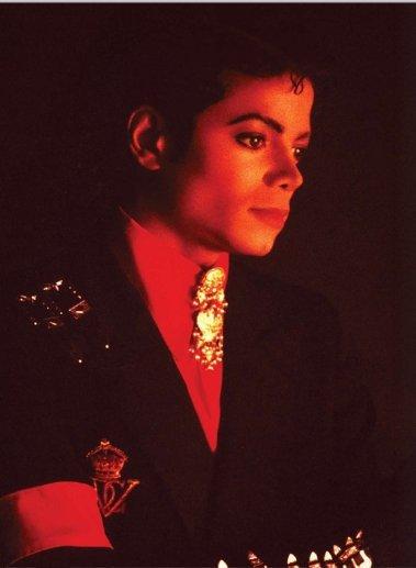 Michael Jackson : '' Un enfant déboussolé au centre de la gloire mais à mille lieux du bonheur ''.
