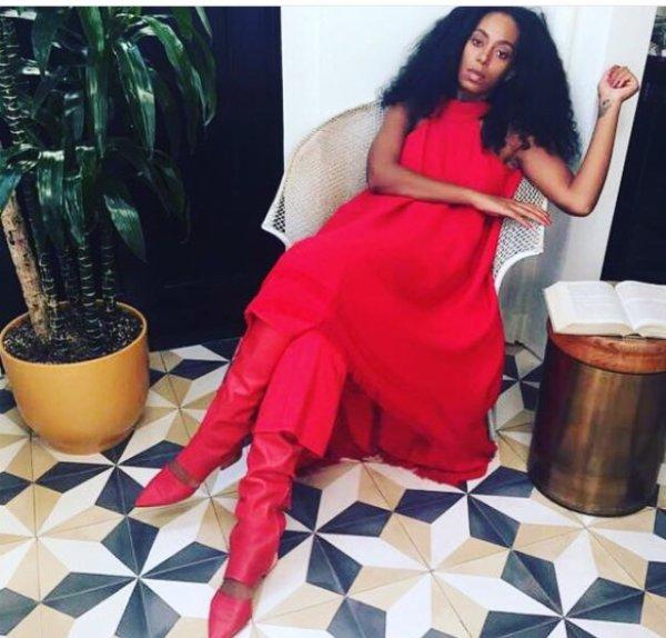 Solange Knowles a un festival en rouge :détail du Look