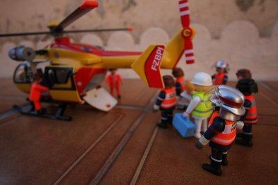 Brancardage au dragon 66 2 le nouveau centre de secours - Playmobil samu ...