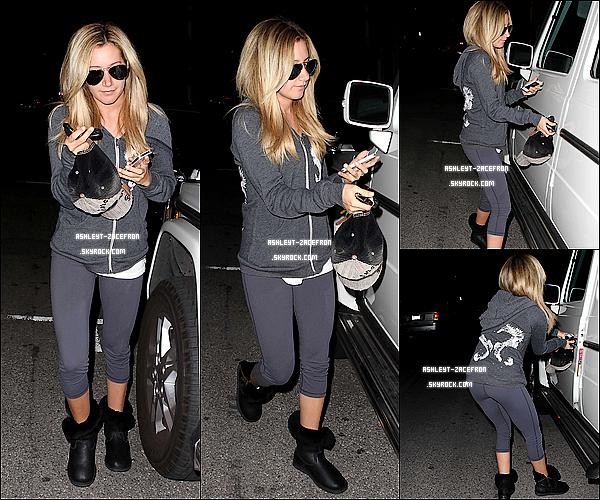 - 18/01/12 : Ashley a été vue quittant le Salon Byron et Tracey a Beverly Hills. -