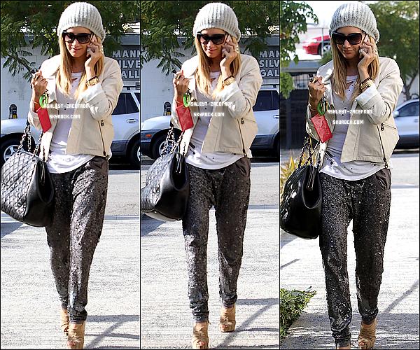 - 19/01/12: La belle Tis a étais aperçus au téléphone se rendant au Salon Andy Lecompte a Beverly Hills. -