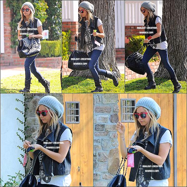 - 20/01/12 : La belle a  étais photographier arrivant à l'UNICEF Concert d'½uvre de charité avec ses amis a L-A. -