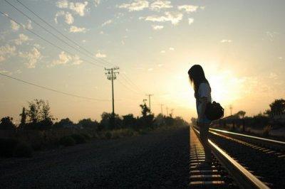Quand le grand amour viendra à mes pied. Je lui prendrai la main et on vivra heureux jusqu'à la fin des temps  comme dans les comptes de fées