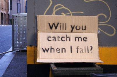 Je veux que tu me le dise à moi pas à elle. Je veux que ses paroles sortent de ta bouche. Je veux qu'elles touchent mon coeur pour  que le bonheur entre dans ma vie..pour de bon