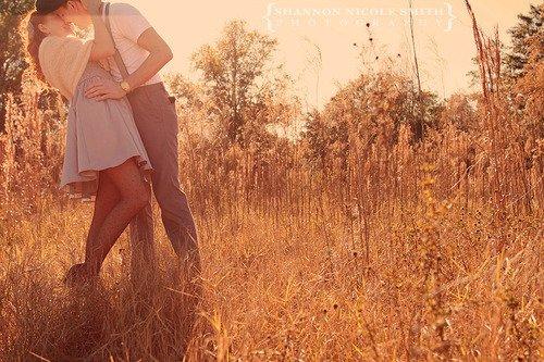 Le moyen le plus évident pour être heureux, c'est trouver la personne pour te faire sentir meilleur