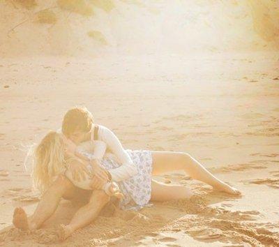 - Promet moi de toujours m'aimer. - D'accord, mais à une condition, que tu fasses de même. - Je vais essayer, mais je ne peux pas te promettre..