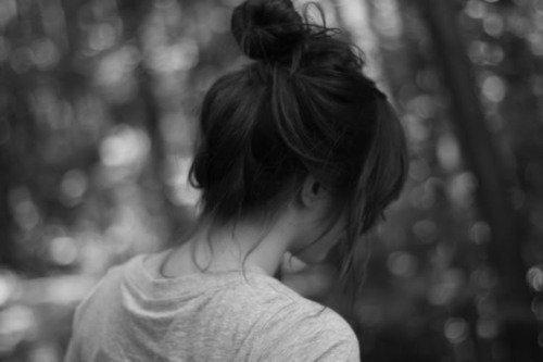 Même si je lui dis que j'ai besoin de lui, qu'il est toute ma vie, que je veux l'avoir avec moi, il me rit au nez. Il s'en fout. Il faut croire qu'il aime me voir souffrir.
