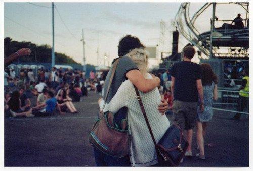 """J'ai baissé les bras quand je t'ai entendu murmurer à l'oreille d'une autre fille """"je t'aime""""."""