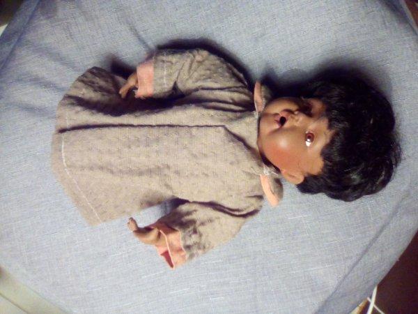 Recherche des information sur cette poupée qui n'es pas à moi!