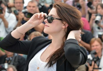 "Kristen Stewart a Cannes le 23/05/12  présente ""On the road"""
