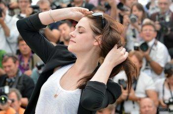 """Kristen Stewart a Cannes le 23/05/12  présente """"On the road"""""""