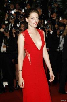 """Kristen Stewart accompagne Robert Pattinson au Festival de Cannes pour le film """"Cosmopolis"""""""
