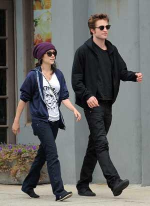 100% Scoop !!   D'après le magazine Oops!   Robert se console avec Shannon Woodward !