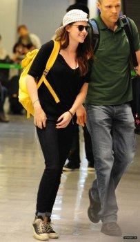 Kristen Stewart arriver l'aéroport  au Japon le 22 Octobre !