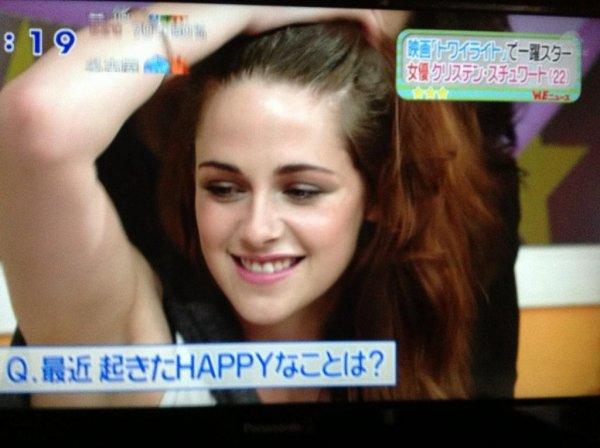 """23/10/12 Kristen commence la promo. Elle était l'invitée à l'émission """"Sukkiri"""" , à Tokyo."""