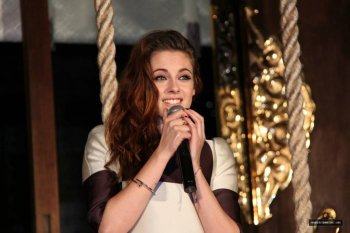 Kristen Stewart à Tokyo le 24 Octobre 2012