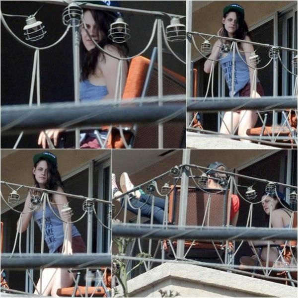 Nouvelle Photo de Kristen Stewart sur un balcon  d'un de ses amis