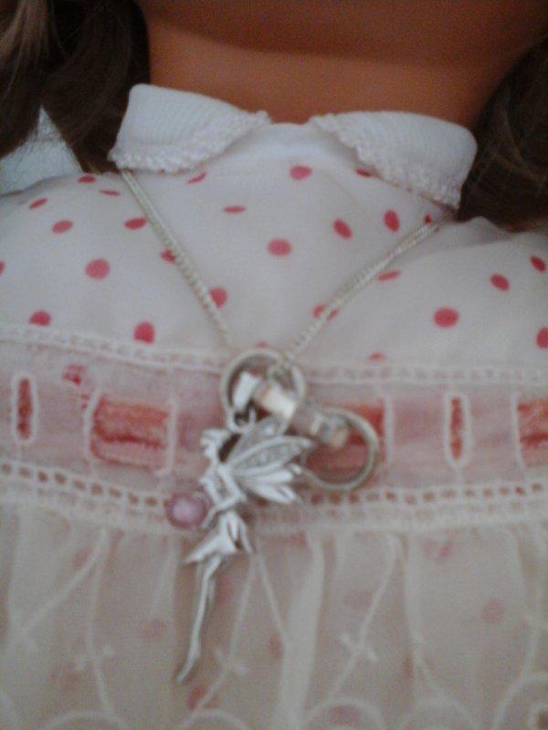 Une elfe avec un quartz rose offert à Framboise en cadeau de bienvenue !