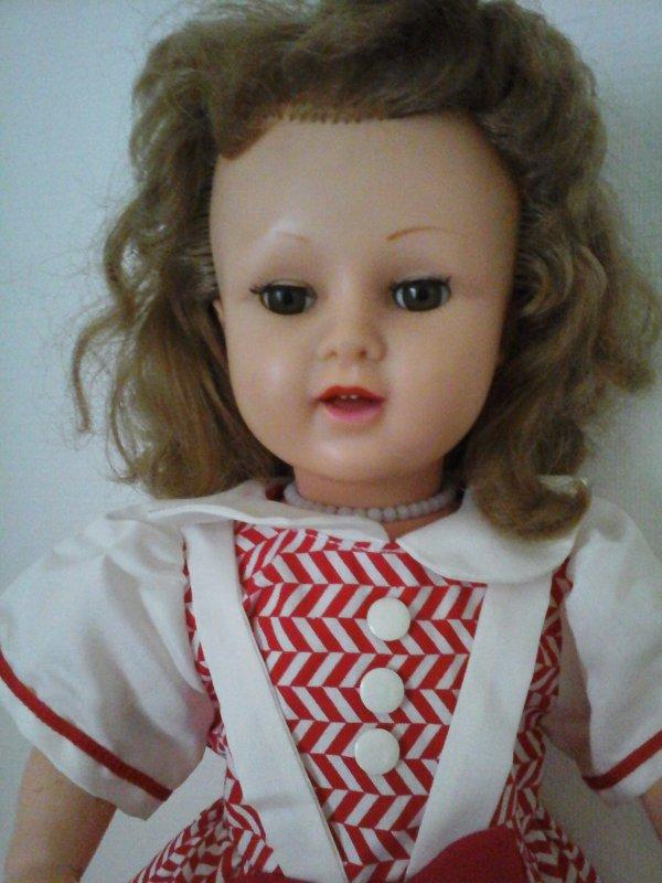 Brigitte de Raynal, tête en PVC et corps en rhodialite !