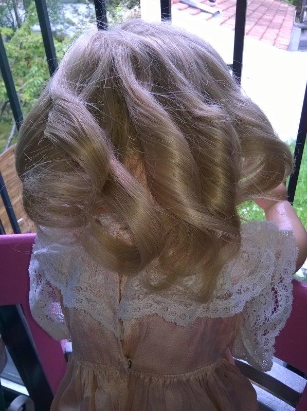 Un petit tour chez le coiffeur et l'esthéticienne pour Madeleine !