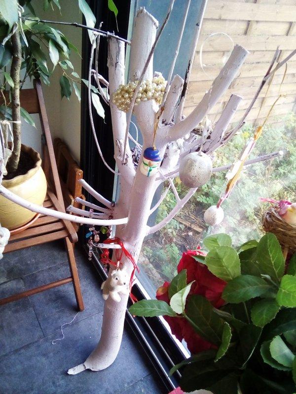 Idée déco Noël économique ! Une grosse branche d'arbre repeinte !