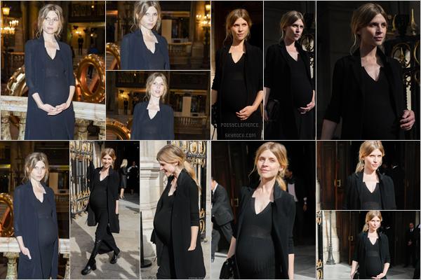 - _ 30/09/19: Clemence Poesy a assisté au  défilé de Stella Mccartney à l'occasion de la Fashion Week de Paris .   C'est à la Fashion Week que nous retrouvons notre jolie Clémence qui profite de l'événement pour nous dévoiler sa deuxième grossesse ! C'est un Top -