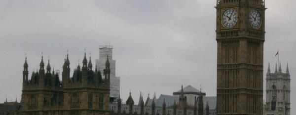 La pensée est l'esclave de la vie, et la vie est le fou du temps... # Londons