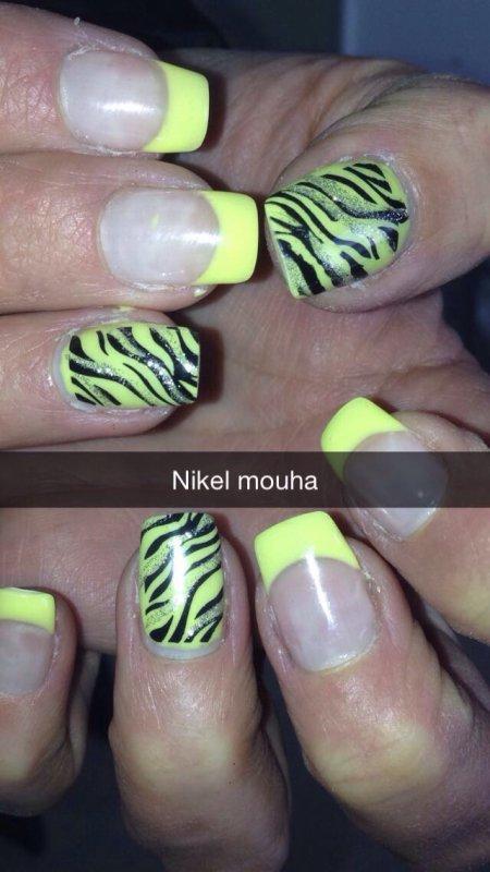 Pose jaune pastel zebre