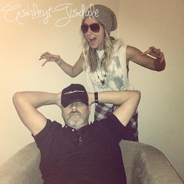 18 Novembre: Ashley à l'after-party au ''ROLLING STONE AMERICAN MUSIC AWARDS'' à Los Angeles.